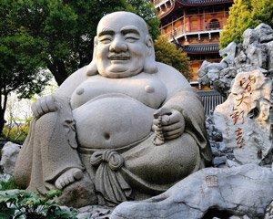 """Dies ist der """"Happy Buddha"""", der vor allem im chinesischen Raum verbreitet ist. Er hat mit dem historischen Buddha weniger zu tun."""