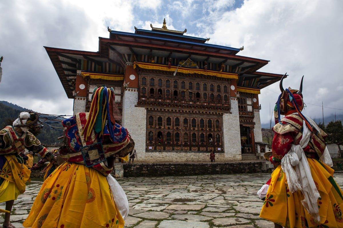 Glück steigern - Mönche in Buthan