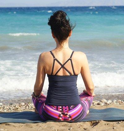 Bei der Achtsamkeitsmeditation kann man die Umgebungsgeräusche für die Meditation nutzen.