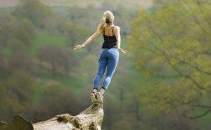 Meditationsübungen können zu mehr Glücksgefühlen und positiver Stimmung führen.