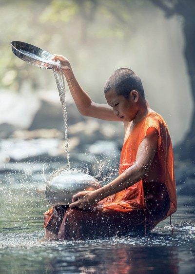 Jede Handlung des Mönchs bedarf absoluter Konzentration und Achtsamkeit. Seinem Bewusstsein entgeht keine unbewusste Bewegung.