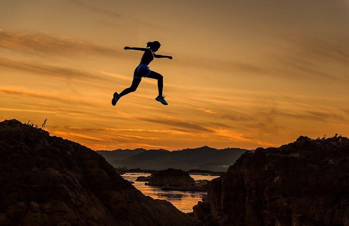 mut frau mutig meditation hawkins skala bewusstsein